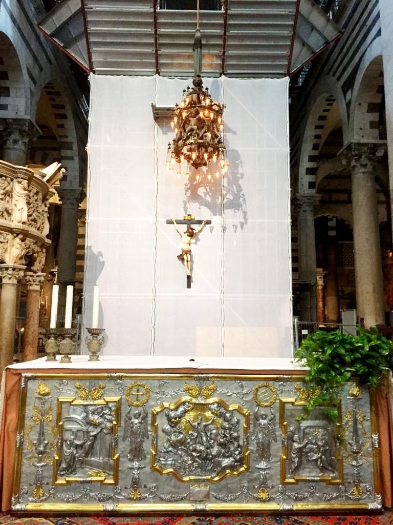 Kyrkan var under renovering.