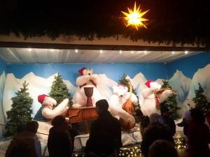 De här isbjörnarna sjöng och spelade hela kvällen.