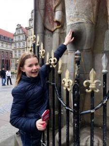 Om man klappar Rolands knän får man återse Bremen. Klara tog chansen.