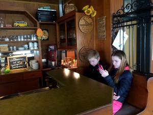 Plötsligt var barnen borta. Vi hittade dem i baren där wifin var bättre...