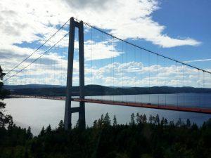 Bron från land.