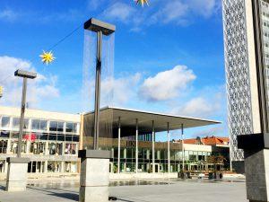 Torget i Neubrandenburg är modernt.